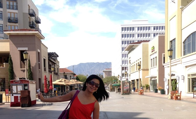 Posing in Paseo Colorado
