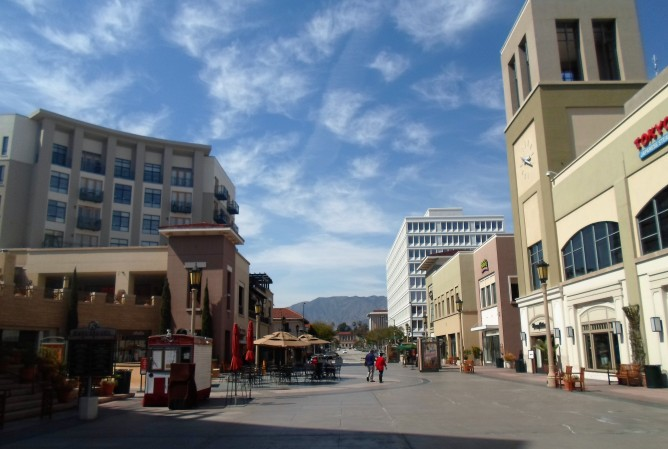 """Paseo Colorado on East Colorado Boulevard a few minutes away from """"home"""" in East California Boulevard"""