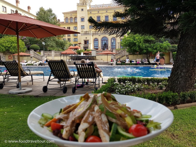 12 Palazzo - Poolside Dining (1)