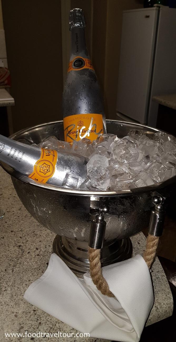 Emerald Resort 201712 Champagne Welcome (1)