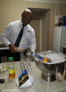 Emerald Resort 201712 Champagne Welcome (3)